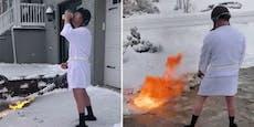 Mann befreit Einfahrt mit Flammenwerfer vom Schnee