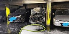 Schaulustige standen Feuerwehr bei Auto-Brand im Weg