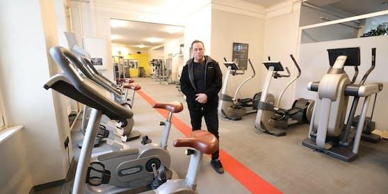Fitnessstudio-Betreiber Karl Macho in seinem leeren Studio in Mariahilf.