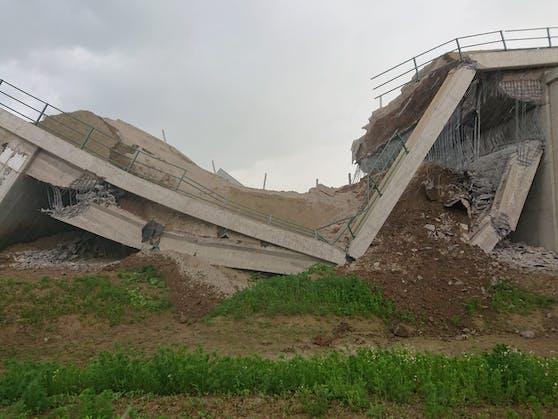 Die eingestürzte Brücke verzögerte die Öffnung.