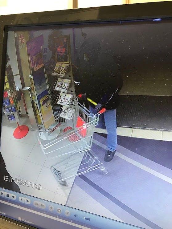 Der Verdächtige kam mit dem Einkaufswagen