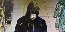Masken-Mann stahl in Supermarkt Geld aus Kassenlade