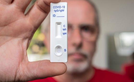 Die Corona-Selbsttests bergen auch Gefahren, sagt eine Expertin.