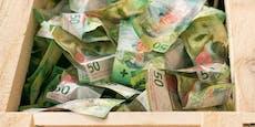 Künstler verschenkt Kisten voll mit echtem (!) Geld