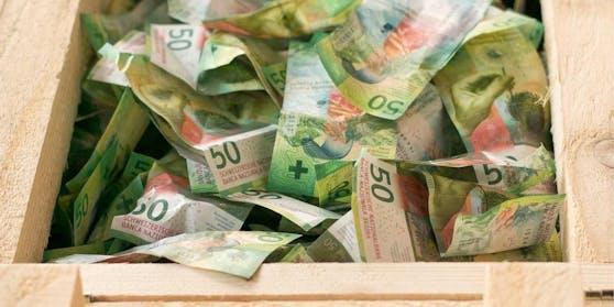 So sahen die Kisten voller Geld aus.