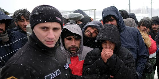 Nach Protesten von Politikern sowie Bewohnern der Gemeinde Konjic wurde die Abreise der Geflüchteten vom geräumten Lager Lipa bei Bihać offenbar gestoppt.