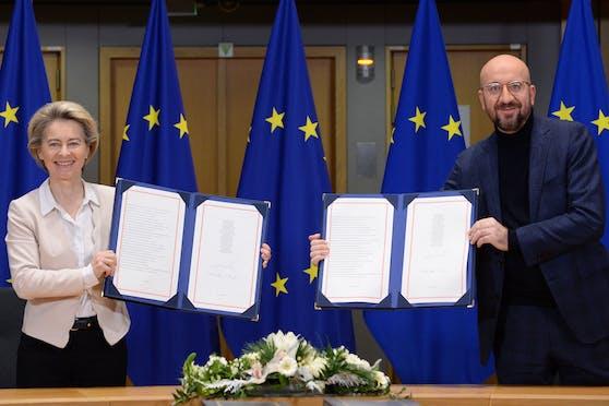 EU-Kommissionspräsidentin Ursula von der Leyen und EU-Ratspräsident Charles Michel gaben grünes Licht für den Brexit-Vertrag mit Großbritannien.
