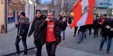 Hunderte Corona-Gegner marschieren durch St. Pölten