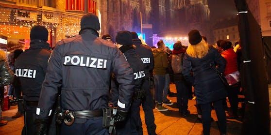 Die Polizei wird zu Silvester verstärkt im Einsatz sein.