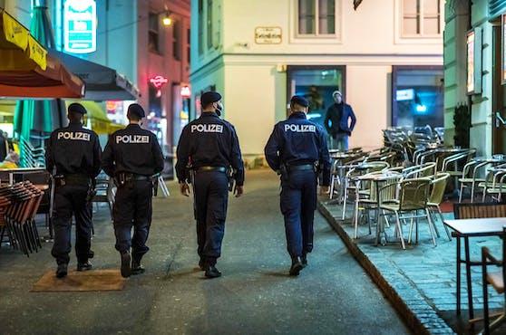 Die Polizei bei Innenstadt-Kontrollen.