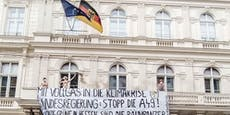 Nackt-Protest auf Balkon vor deutscher Botschaft in Wien