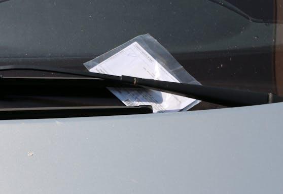 Parkstrafe für Falschparker. Symbolbild