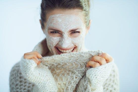 Nicht jeder Hauttyp sollte jetzt zu fettreichen Cremen greifen.