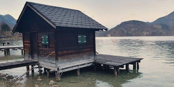 Klein, aber kostspielig: Diese Hütte am Wolfgangsee wurde um 755.000 Euro verkauft.