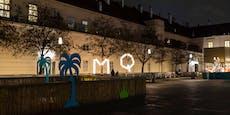 Rechtsradikale Aktivisten verhüllen Flüchtlings-Denkmal