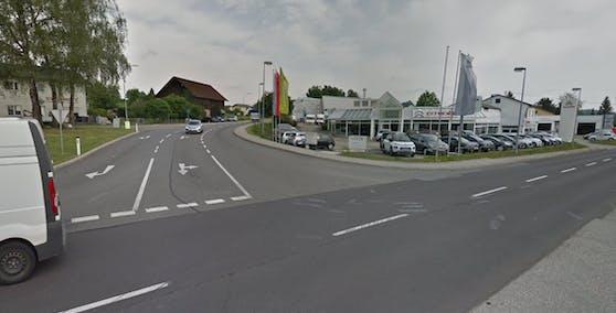 An dieser Kreuzung in Neuhofen an der Krems geriet der Wagen außer Kontrolle