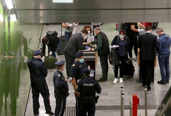 Erstmals liegen Details zu den Polizeieinsätzen am Wiener Flughafen vor.