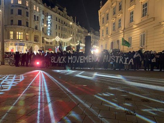 Die Antifa ging gegen den Vorfall einer rechtsextremen Gruppierung auf die Straßen in Wien.