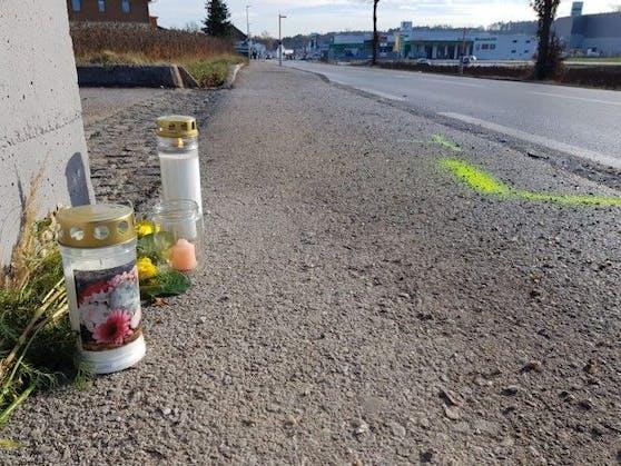 Kerzen an der Unfallstelle erinnern an den tragischen Unfall von Sandra P.