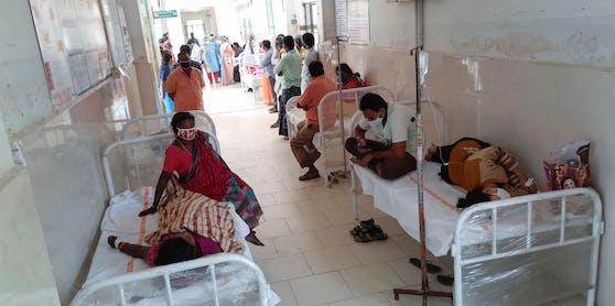 Seit Samstag wurden in der Stadt laut Angaben der Kliniken über 550 Einwohner behandelt, ein 45-jähriger Mann starb.