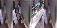 Video zeigt, wie Frau Gewehr-Mann mit Besen verjagt