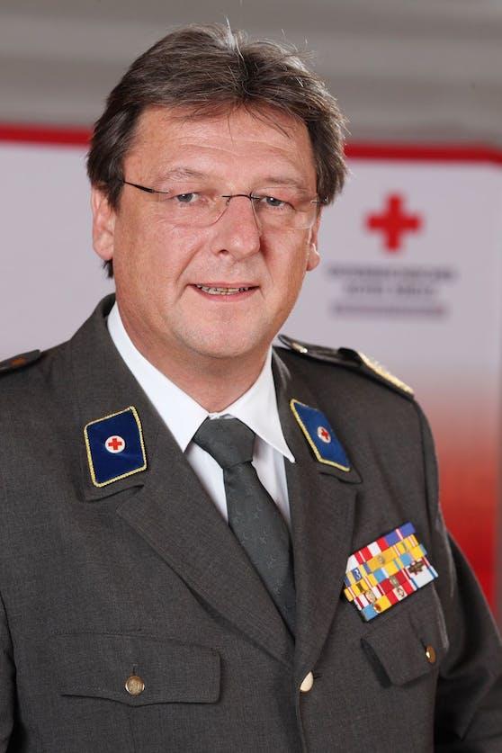 Rotes Kreuz Präsident Josef Schmoll ist stolz auf seine Rotkreuz-Mitarbeiter.