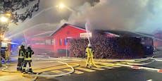 Feuerwehr im Großeinsatz! Firma in Tirol in Flammen