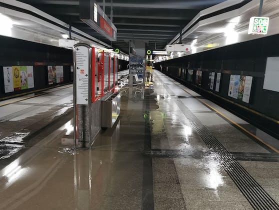Wasserrohrbruch in der U3-Station Volkstheater