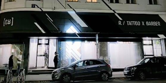 """""""R"""" in der Nussdorfer Straße 8."""