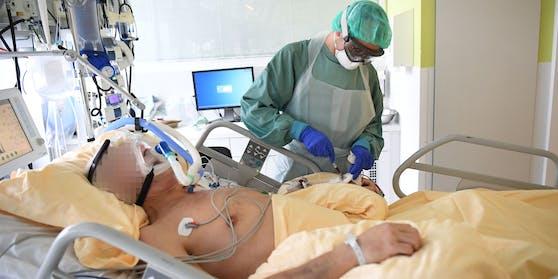 Ein Patient auf der Intensivstation des Universitätsklinikums Tulln aufgenommen am Freitag, 27. November 2020