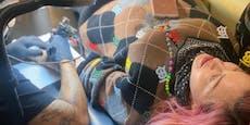 Peckerl-Premiere: Madonna lässt sich Tattoo stechen