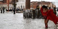 Dämme überflutet! Venedig steht unter Wasser