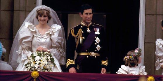Prinzessin Diana mit Prinz Charles nach ihrer Trauung