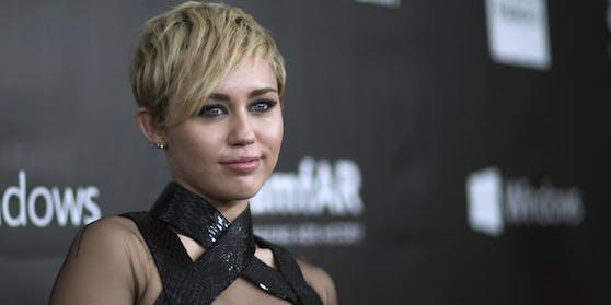 """Miley Cyrus wendet sich über Instagram an ihre Fans: """"Wir können nicht länger zusehen, jeder von uns muss seinen Teil dazu beitragen, dass Gerechtigkeit für alle Wirklichkeit wird"""""""