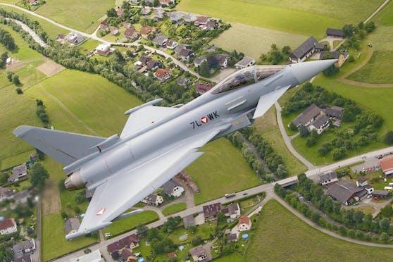 Die Eurofighter heben zu Überschallflügen ab.