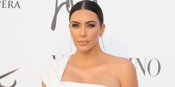 """TV-Star Kim Kardashian kratzt mit ihrer Kosmetik-Linie """"KWW Beauty"""" an der Milliarden-Grenze."""