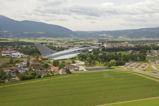 Die Eurofighter fliegen wieder.