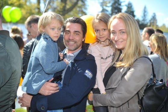 Moderator Andi Seidl mit Freundin Sina und den Kindern Maxim-Summer und Levi