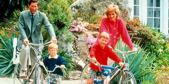 Prinzessin Diana 1989 mit Ehemann Charles und den Söhnen William und Harry