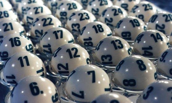 """Noch nie in der Geschichte von Lotto """"6 aus 45"""" gab es einen Sechsfachjackpot!"""