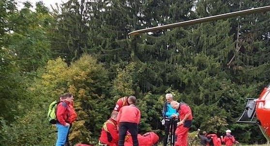 Mit dem Hubschrauber wurde der Mann ins Spital geflogen (Symbolbild).