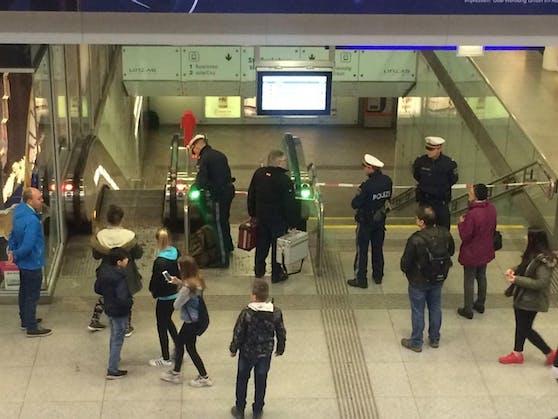 Die Polizei ist am Linzer Bahnhof sehr präsent, trotzdem fühlen sich viele dort nicht wohl.