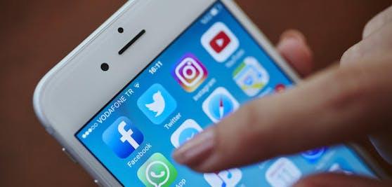 Die Internetkonzerne Apple und Facebook haben im letzten Quartal des Corona-Jahrs starke Gewinnzuwächse erzielt.