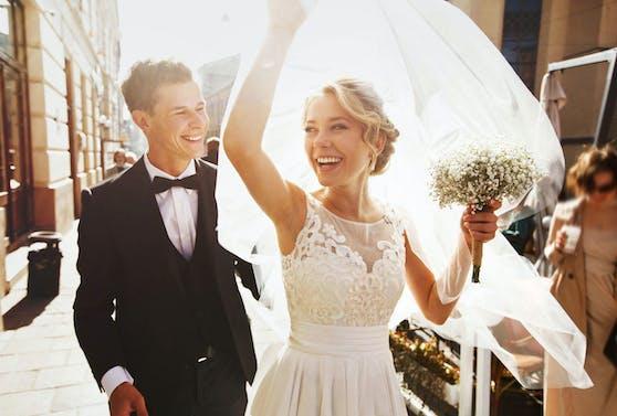 """Bei den Brautkleidern hat man derzeit auf """"willhaben.at"""" die Qual der Wahl."""