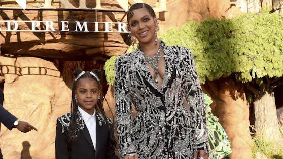 """Beyoncé mit ihrer Tochter Blue Ivy Carter bei der Weltpremiere zu """"The Lion King"""". Für beide Künstlerinnen gab es Grammys."""
