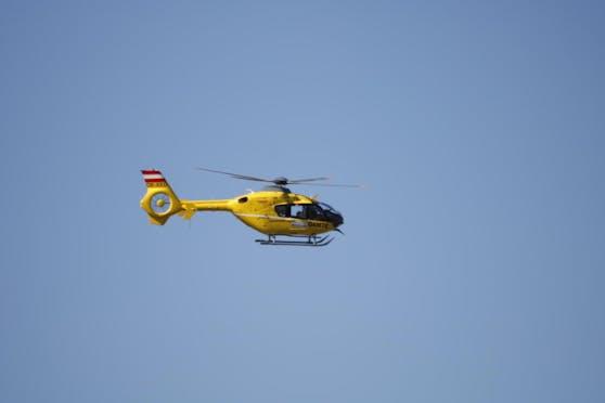 Der Rettungsheli brachte den 49-Jährigen ins Spital nach Linz. Dort erlag er seinen schweren Verletzungen.