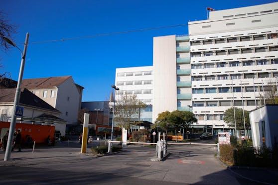 Kritik an Besuchszeiten im Universitätsklinikum St. Pölten.