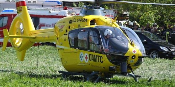 Der Verletzte wurde mit dem Rettungshubschrauber ins Spital geflogen.