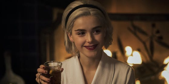 "Kiernan Shipka als Sabrina in ""Chilling Adventures Of Sabrina"""