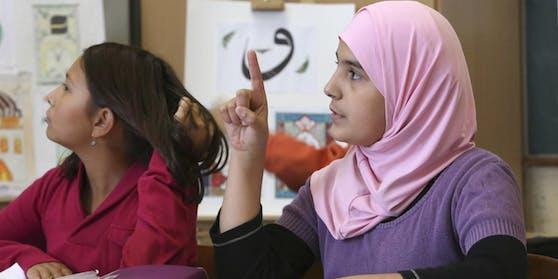 """Die """"Dokumentations- und Beratungsstelle Islamfeindlichkeit und antimuslimischer Rassismus"""" fordert dieAufhebung des Kopftuchverbots an Schulen."""